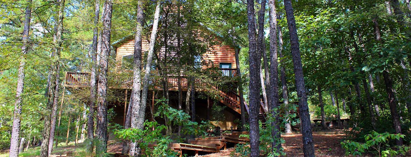 <strong>Broken Bow Lake Cabins</strong> minutes from attractions